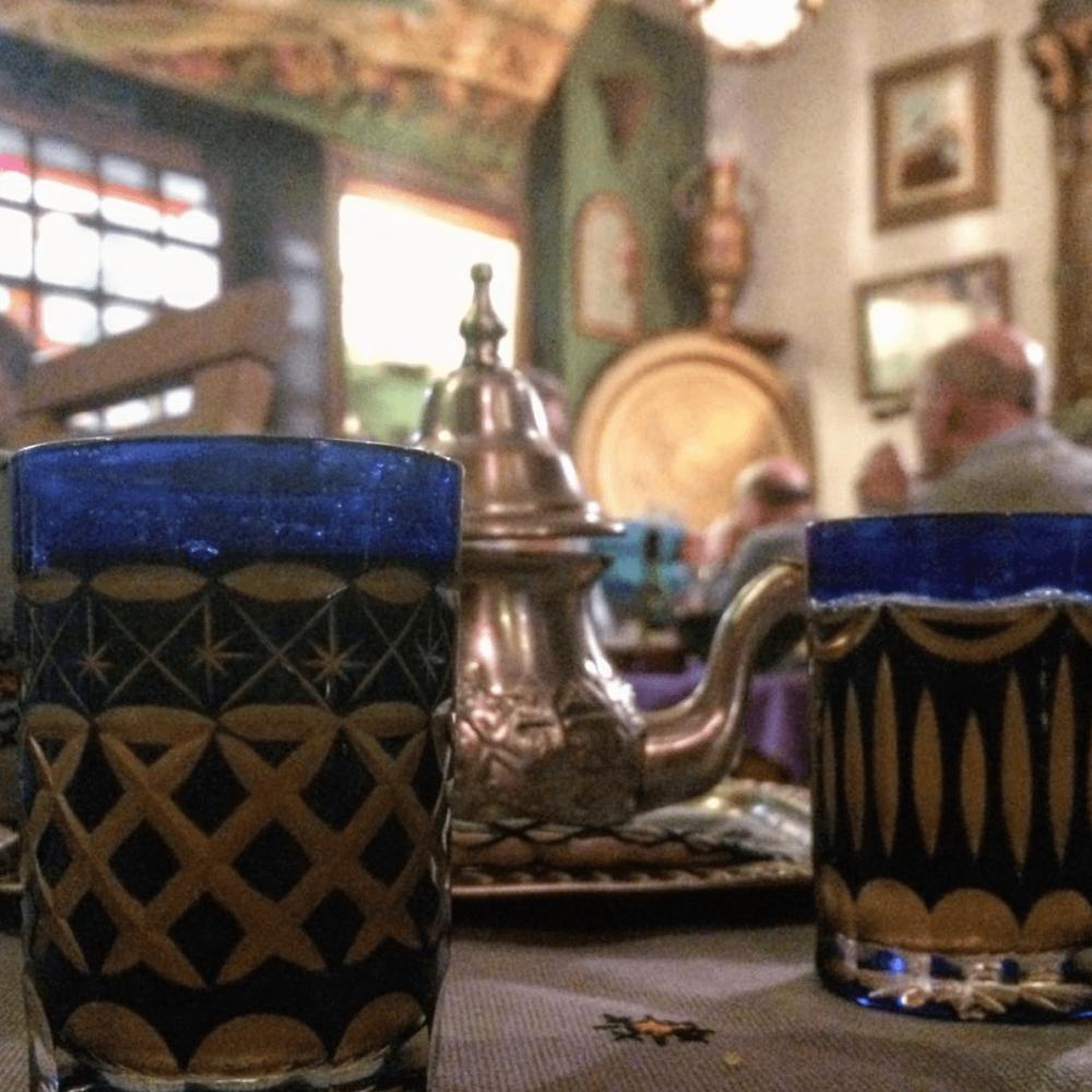 Tisanes et thé à la menthe